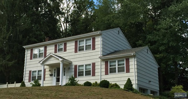 10 Cardinal Ct Pascack Valley Home Listings - Susan Laskin Real Estate