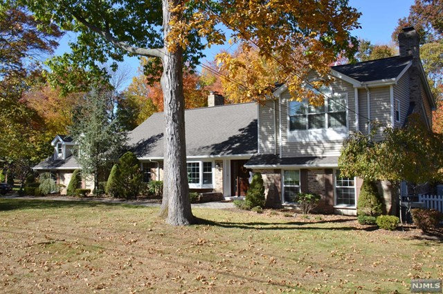 816 Clauss Ln Pascack Valley Home Listings - Susan Laskin Real Estate