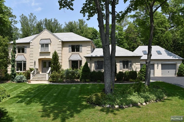 552 E Dale Ct Pascack Valley Home Listings - Susan Laskin Real Estate