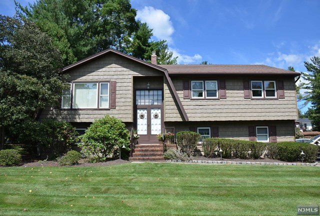 283 Alpine Cir Pascack Valley Home Listings - Susan Laskin Real Estate