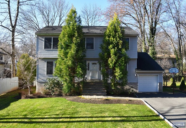 9 Sycamore Ave Pascack Valley Home Listings - Susan Laskin Real Estate