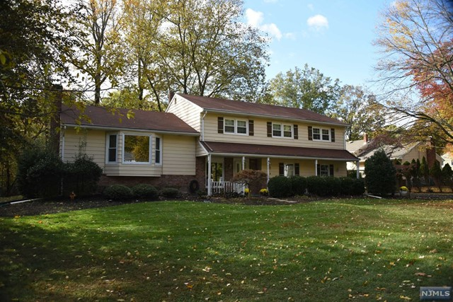 518 Rehill Ct Pascack Valley Home Listings - Susan Laskin Real Estate