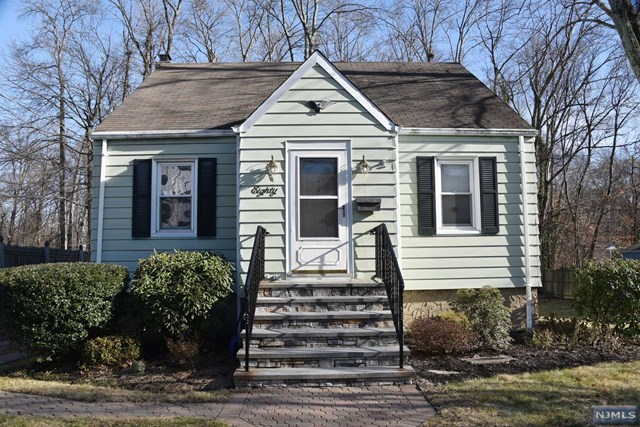 80 Beech St Pascack Valley Home Listings - Susan Laskin Real Estate