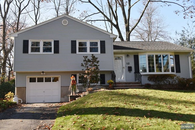 12 W Pine Dr Pascack Valley Home Listings - Susan Laskin Real Estate
