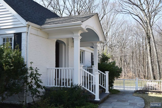 253 Chestnut Ridge Rd Pascack Valley Home Listings - Susan Laskin Real Estate