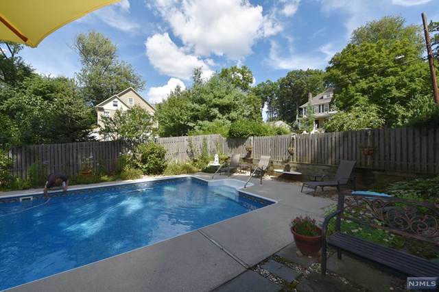 5 Cedar St Pascack Valley Home Listings - Susan Laskin Real Estate