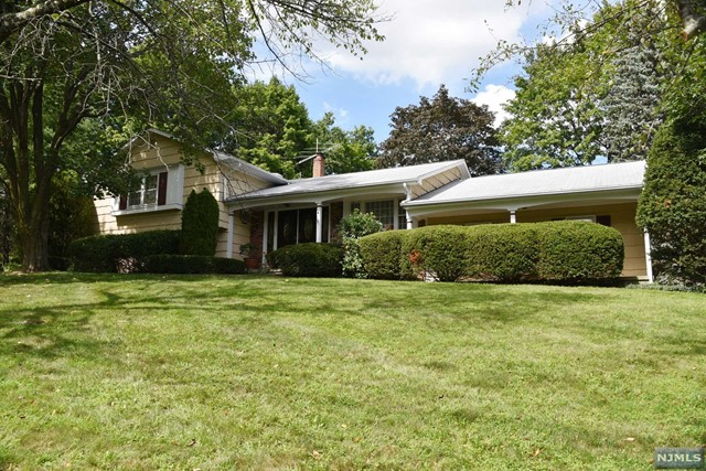 4 Fieldstone Ct Pascack Valley Home Listings - Susan Laskin Real Estate