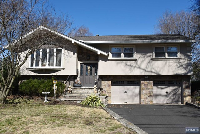 12 Prospect Pl Pascack Valley Home Listings - Susan Laskin Real Estate