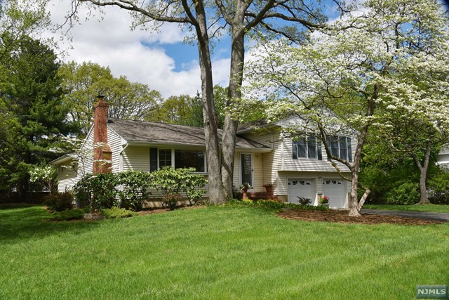 612 Baylor Ave Pascack Valley Home Listings - Susan Laskin Real Estate