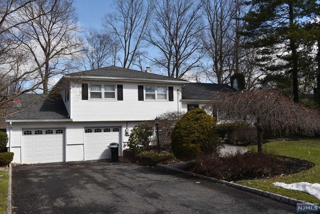 12 Clinton Pl Pascack Valley Home Listings - Susan Laskin Real Estate
