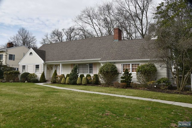 83 Craig Rd Pascack Valley Home Listings - Susan Laskin Real Estate