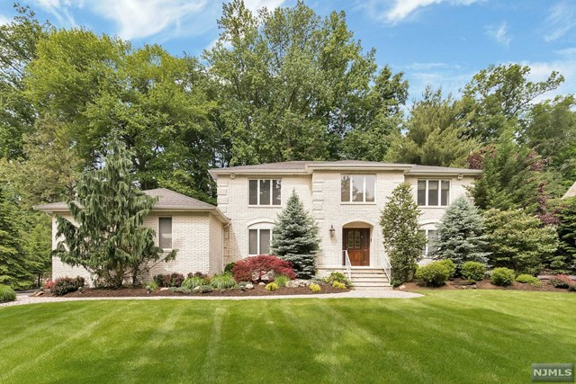 746 Beechcrest Dr Pascack Valley Home Listings - Susan Laskin Real Estate