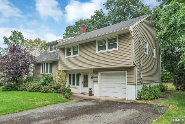 21 Hillcrest Ave Pascack Valley Home Listings - Susan Laskin Real Estate