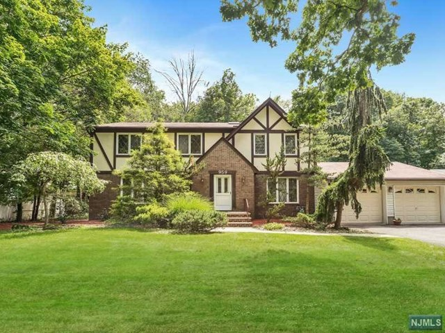 959 Cordes Ct Pascack Valley Home Listings - Susan Laskin Real Estate