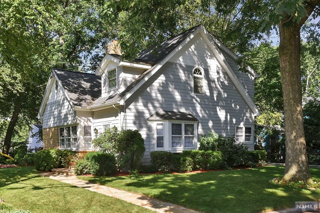 25 Oakland St Pascack Valley Home Listings - Susan Laskin Real Estate